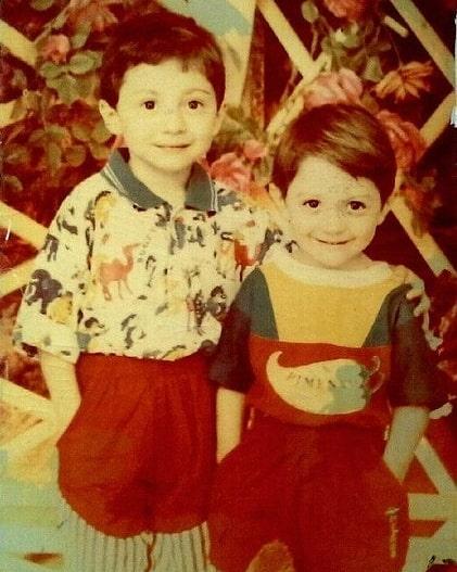 Тамби Масаев в детстве с братом